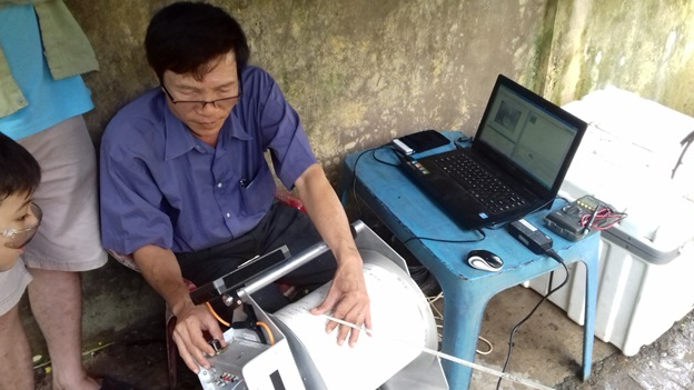 Operating the camera and viewing the inside of the well on a laptop